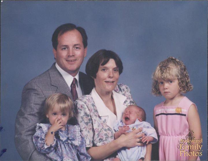 Funny Family Portraits | Awkward & Bad Family Portraits